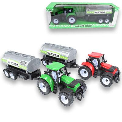 Farm traktor vizes tartálykocsival